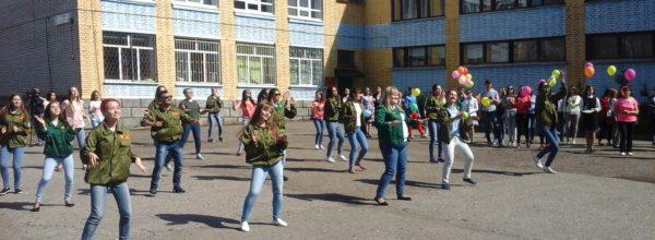 На Ярмарке молодежных инициатив Общественным послам от Чувашской Республики представили главный символ XIX  Всемирного фестиваля молодежи и студентов — живого хорька